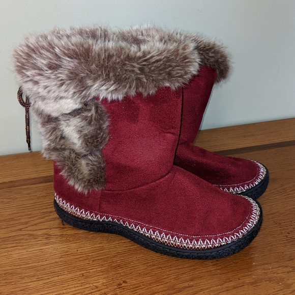 NWOT Isotoner Bootie Slippers with Faux Fur